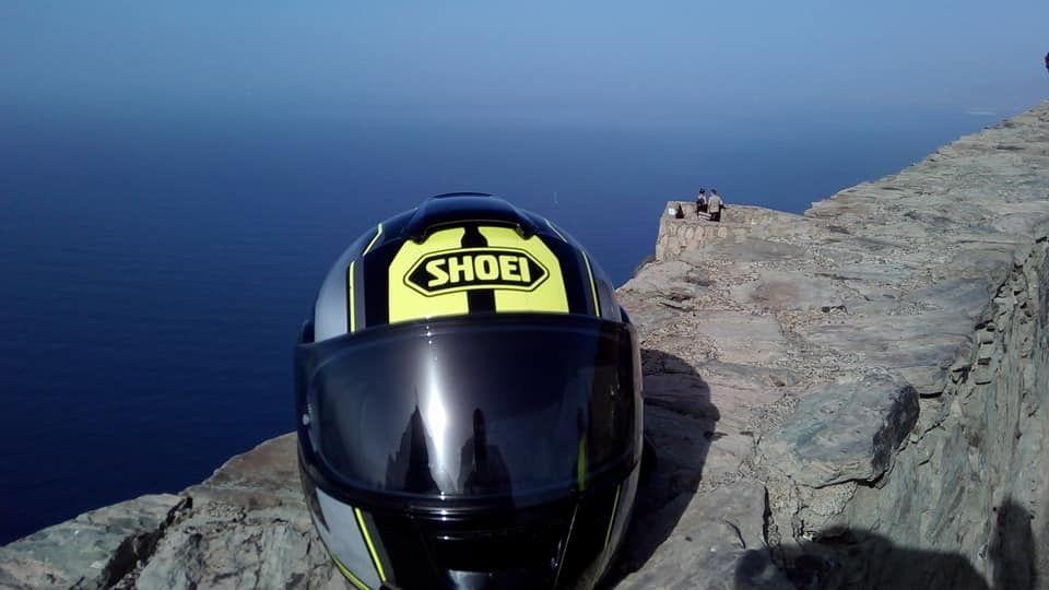 I love a good helmet shot !!!